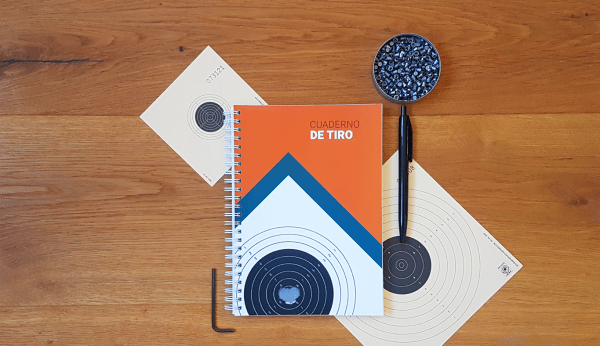 Cover of the spanish notebook Cuaderno de Tiro, air rifle target and air rifle pellets or diabolo